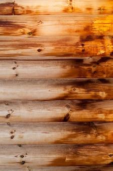 A parte úmida da parede de madeira do edifício é feita decorativa para decoração