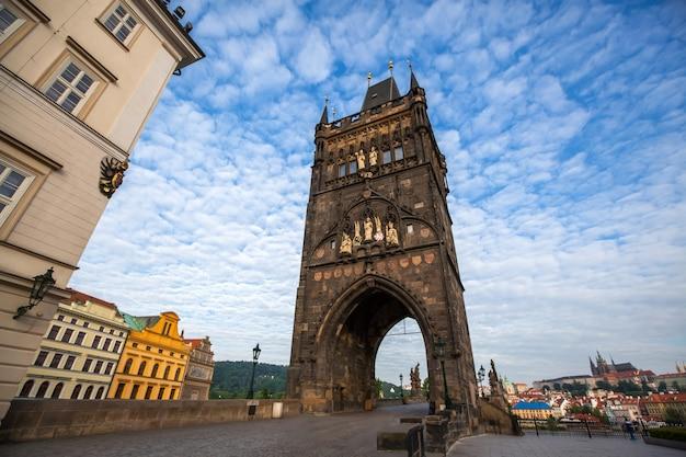 A partir de uma ponte velha