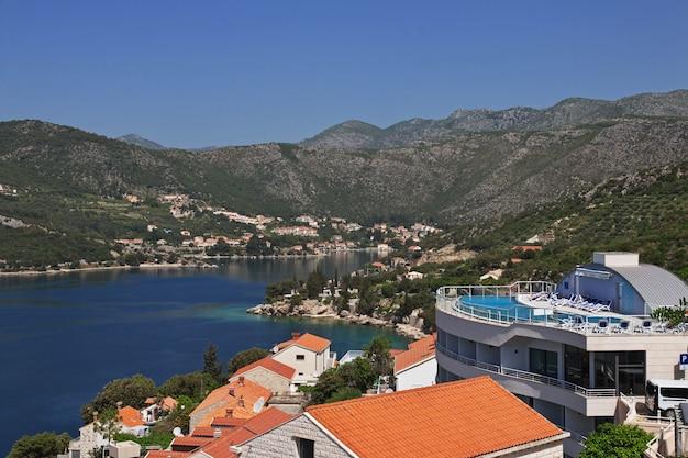 A pequena vila na costa do mar adriático, croácia