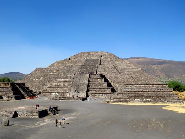 A pirâmide da lua em ruínas antigas dos astecas, teotihuacan, méxico