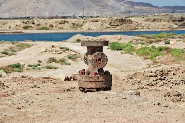 A plataforma de petróleo no azerbaijão, mar cáspio