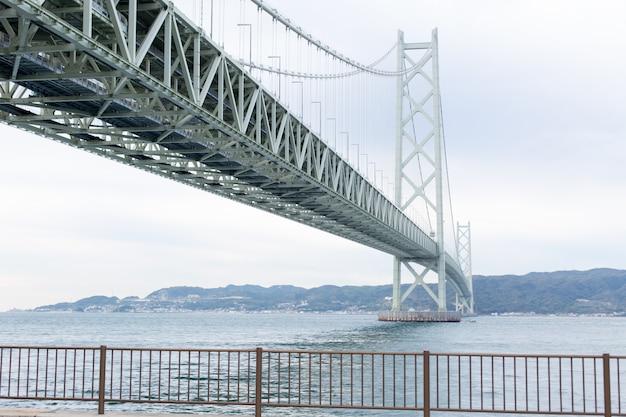 A ponte de akashi kaikyo em kobe, japão.