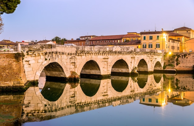 A ponte de tibério em rimini - itália