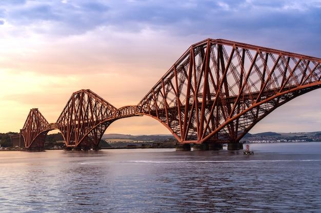 A ponte do forth edimburgo