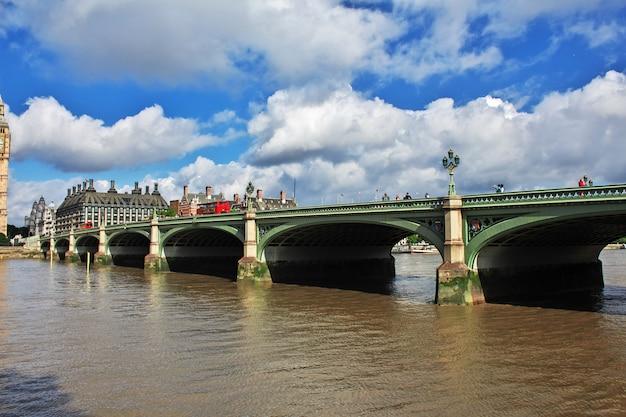 A ponte na cidade de londres, inglaterra
