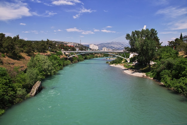 A ponte na cidade de podgorica, montenegro