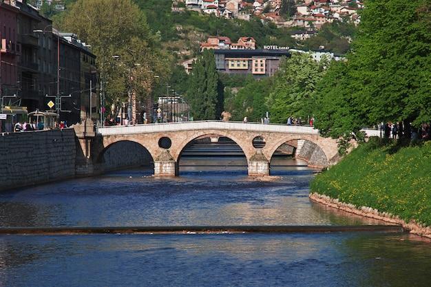 A ponte na cidade de sarajevo, bósnia e herzegovina