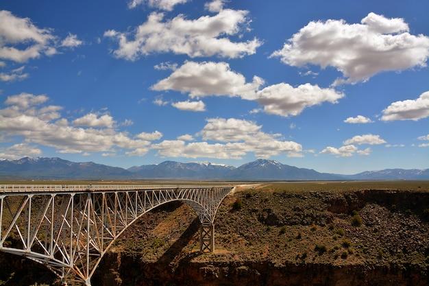 A ponte no deserto