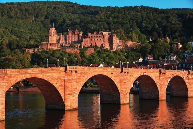 A ponte velha em heidelberg, alemanha