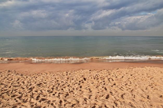 A praia à beira-mar de beirute, líbano