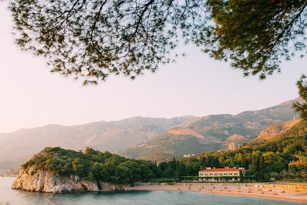A praia das rainhas perto da villa milocer em montenegro