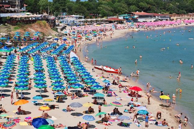 A praia em sozopol, costa do mar negro, bulgária