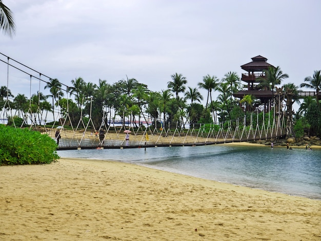 A praia na ilha de sentosa, singapura