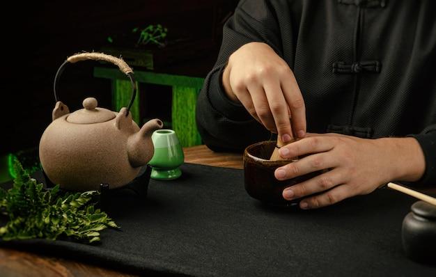 A preparação tradicional de chá matcha