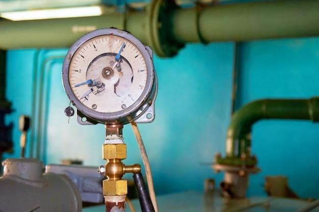 A pressão do manômetro antigo indica zero