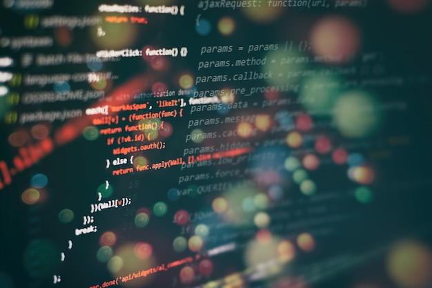 A programação de computador muitas vezes abreviada para programação é um processo para a formulação original de problemas de computação para programas de computador executáveis, como análise, desenvolvimento, algoritmos e verificação.