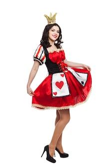 A rainha de espadas. senhora atraente criativa em vestido de cores preto e vermelho