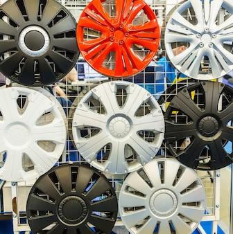 A roda decorativa cobre o close up, o ajuste automático. decoração de carro