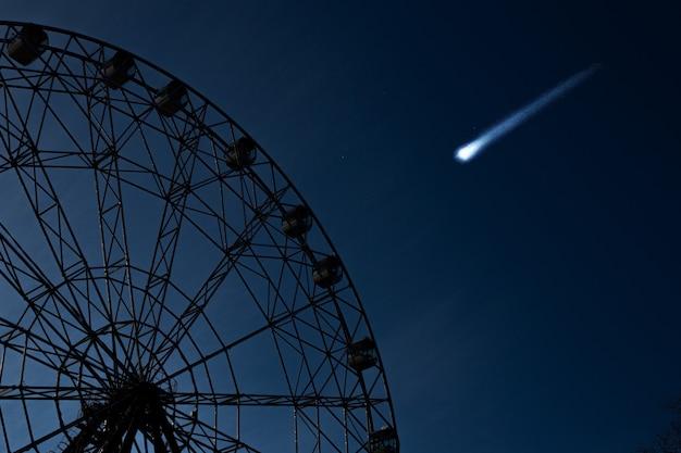 A roda-gigante e o meteorito voador