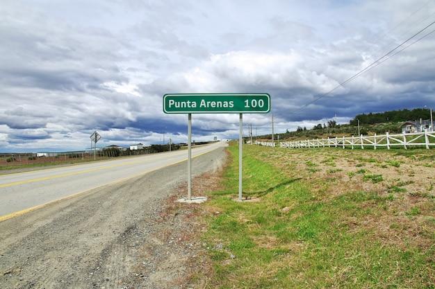A rodovia para punta arenas na patagônia, chile