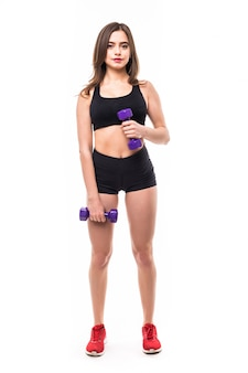 A senhora demonstra exercícios para a figura forte do corpo isolada