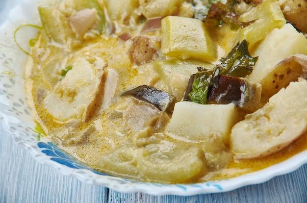 A soja em pedaços vegetais kurma, vegetais misturados em um curry à base de coco.