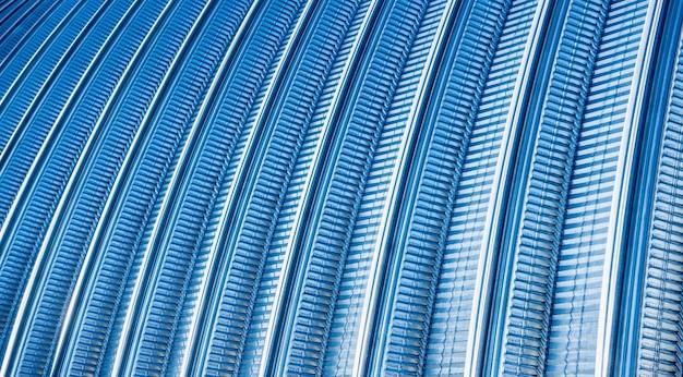 A superfície de um fundo abstrato de telhado de metal industrial