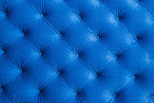 A superfície é revestida com material azul