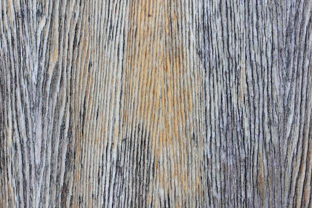 A superfície velha de madeira do fundo descascou a estrutura de fibra vertical alaranjada envernizada.