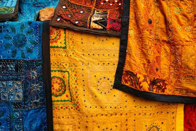 A tela indiana com testes padrões indianos fecha-se acima.
