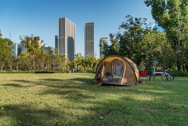 A tenda está no parque, cidade nova de qianjiang, china, hangzhou