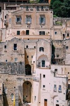 A textura da cidade velha na forma de edifícios de pedra antigos