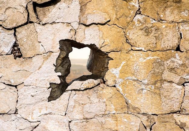 A textura da parede de concreto com um buraco