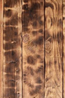 A textura da parede de madeira chamuscada.