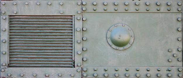 A textura da parede do tanque, feita de metal e reforçada