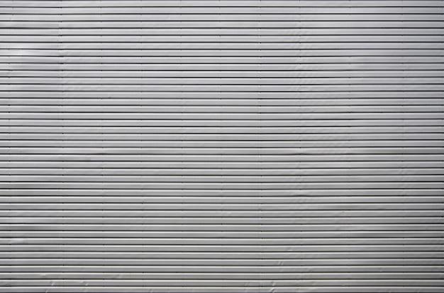 A textura da parede é feita de revestimento de metal de placas de alumínio enormes de forma de relevo