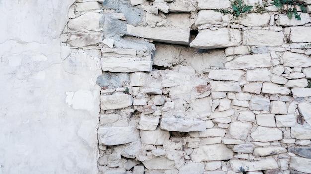 A textura da velha parede de pedra branca