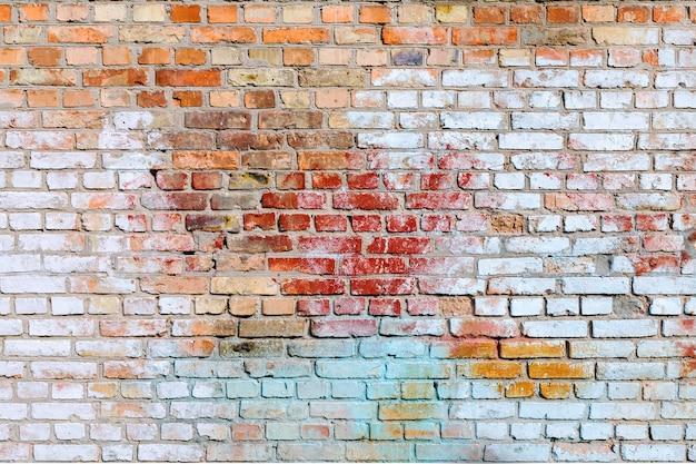 A, textura, de, a, antigas, parede tijolo pintado, de, azul, vermelho, amarela