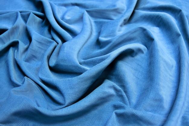 A textura do tecido azul veludo cotelê. fundo abstrato de tecido de algodão natural.