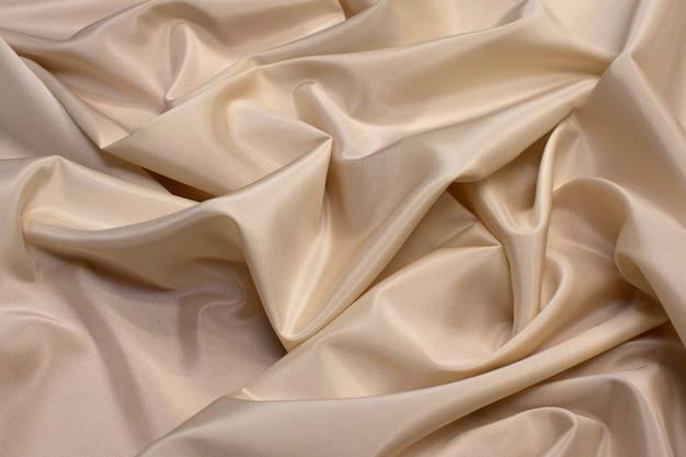 A textura do tecido sintético é marrom claro.
