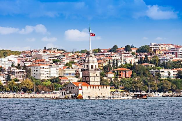 A torre da donzela (kiz kulesi ou torre de leander) é uma torre situada em uma pequena ilhota localizada no estreito do bósforo em istambul, turquia
