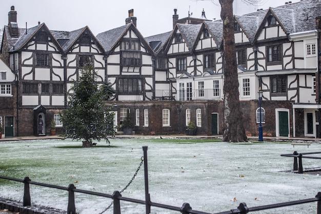 A torre de londres nevando dia de inverno. férias de inverno .