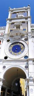 A torre do relógio de são marcos (torre dell'orologio) em veneza, itália
