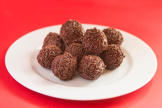 A trufa de chocolate é um doce com aparência e sabor semelhantes ao bombom