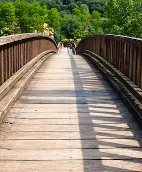 A velha ponte de madeira