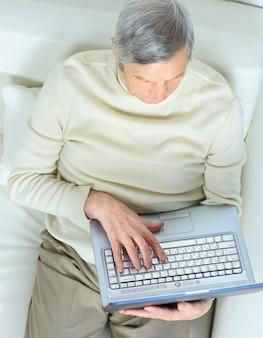 A vida doméstica de uma pessoa idosa.