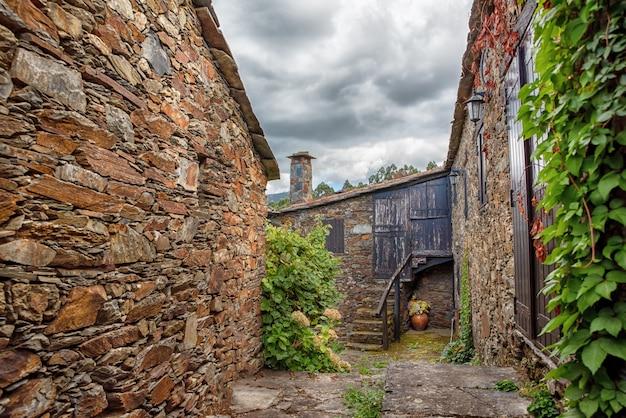 A vila medieval de piodão nas montanhas da serra da estrela piodão coimbra distrito beira portugal europa