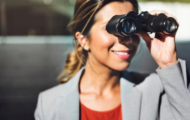 A visão binocular observa a solução que encontra o conceito