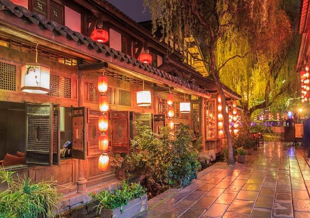A visão noturna da antiga cidade de chengdu