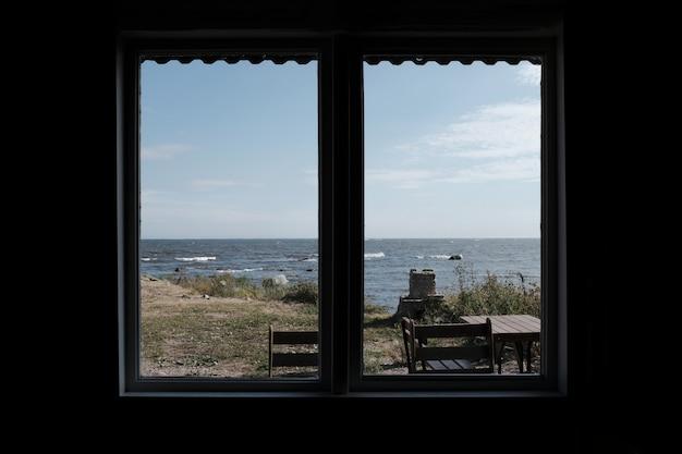 A vista da cidade a partir de uma janela